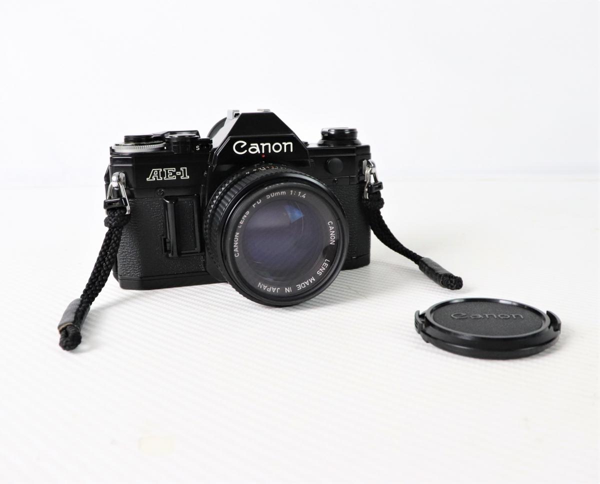 CANON キャノン AE-1 35mm 一眼レフ フィルムカメラ ブラック LENS レンズ FD50mm F1.4 ストラップ レンズキャップ付き FSEE35